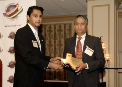 Jay_Aiyer_presenting_Plaque_to_Somesh_Singh